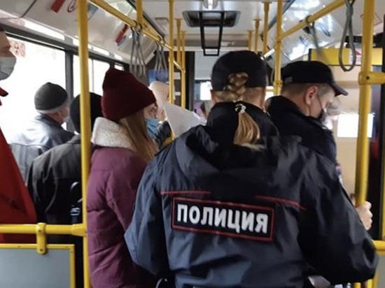 Полиция в Пскове составила протокол на пассажира без маски