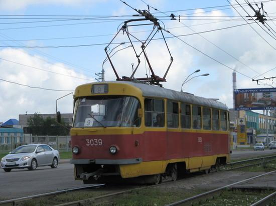 Барнаульцы потребовали закупить новые трамваи и оставить прежней цену на проезд