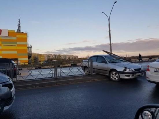 Минимум 7 ДТП произошло в Пскове утром 19 октября