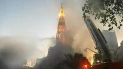 В Чили демонстранты сожгли католический собор: кадры полыхающих сводов