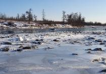 Власти ЯНАО отреагировали на жалобу в соцсети о выбросе строительного мусора в реку