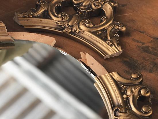 Трехлетняя дочь совладельца банка трагически погибла 19 октября в жилом комплексе премиум-класса на Пречистенской набережной — на малышку рухнуло зеркало в апартаментах
