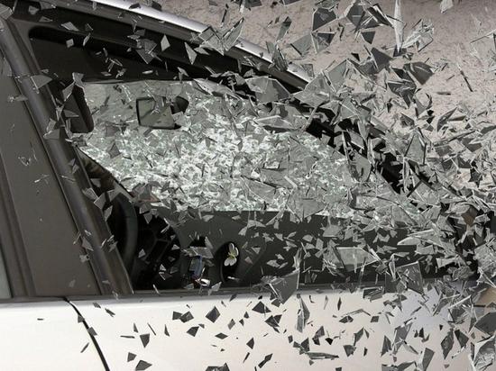День жестянщика продолжается: три машины столкнулись в Пскове