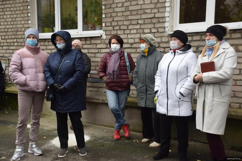 Батареи у замёрзших псковичей проверила глава Пскова, фото-2
