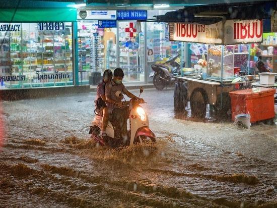 Жертвами наводнения во Вьетнаме стали 105 человек