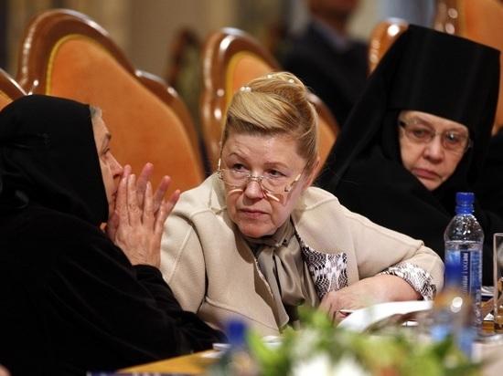 Кабмин РФ не поддержал поправки о запрете сменившим пол на усыновление