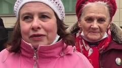 Фанатки Ефремова собрались возле Мосгорсуда: видеолозунги