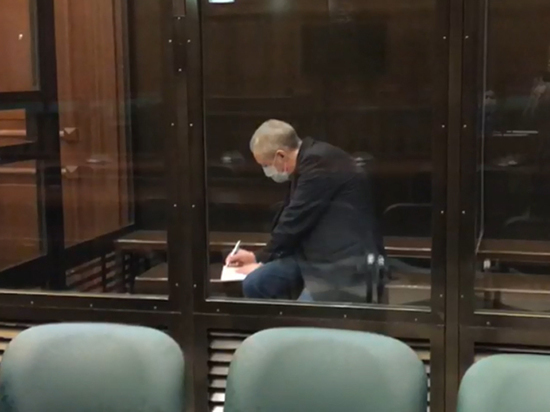 Главная интрига сегодняшней апелляции разрешилась – Михаила Ефремова доставили в суд