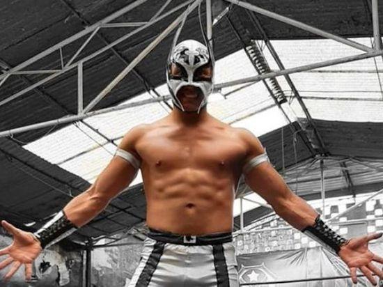 Мексиканский борец, выступавший в рестлинге, умер на ринге прямо во время шоу. Причиной смерти называется сердечный приступ
