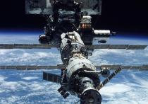 Трещина, через которую уходит воздух из российского модуля «Звезда», могла образоваться после стыковки с кораблем «Союз МС-15» в сентябре 2019 года