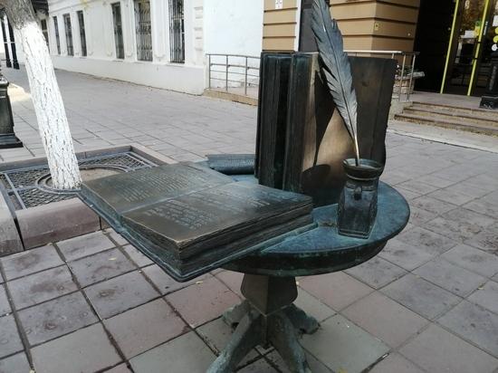Сколько в городе памятников и кто за ними следит?