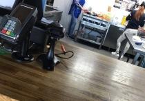 Уборщицу кафе в Лабытнанги накажут за отсутствие маски после анонимной жалобы