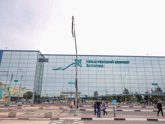 В Волгограде ограждение аэропорта протаранила бронемашина