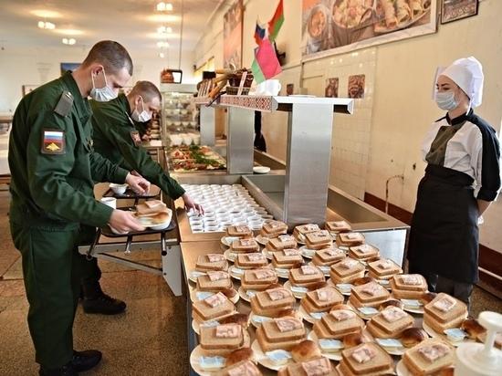 «Картофельную бабу» приготовили военнослужащим Островского гарнизона