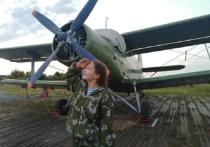Жители Ямала совершили 90 прыжков с парашютом под Тюменью в честь юбилея округа