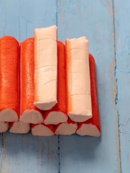 Более 18 тонн крабовых палочек запретили ввозить в Псковскую область