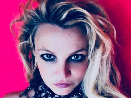 Бритни Спирс шокировала загадочным танцем в черных микротрусиках