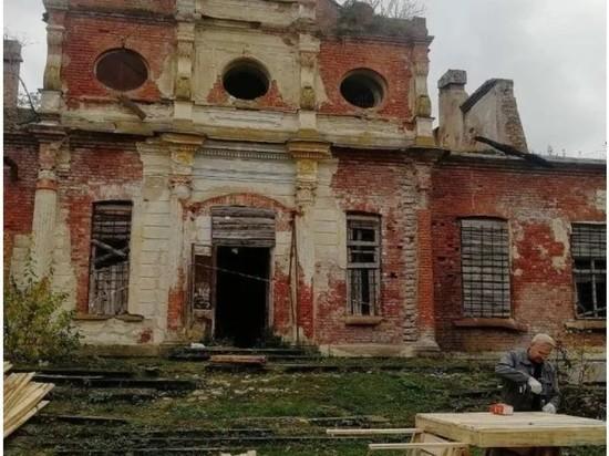 В усадьбе Волышово начались первоочередные противоаварийные работы