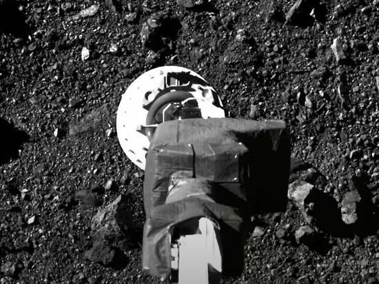 В NASA опубликовали кадры забора образцов с астероида Бенну
