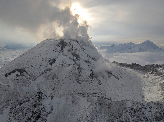 Камчатские посёлки покрылись слоем пепла после извержения Безымянного