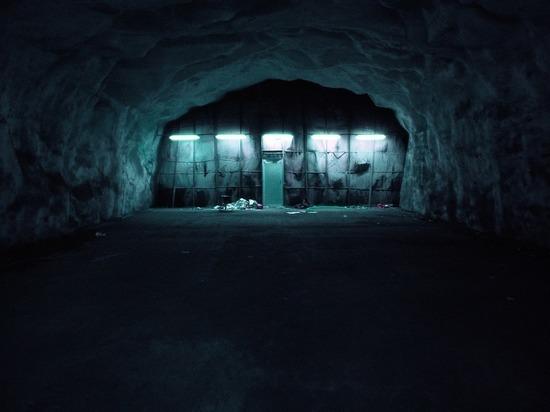 Минздрав Алтайского края объяснил скопление тел умерших пациентов в одном из подвалов госпиталя в Барнауле, работающего на базы больницы, переориентированной на лечение пациентов с коронавирусом