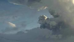 На Камчатке вулкан Безымянный засыпал пеплом два поселка: видео