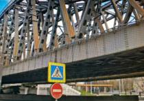 Страшной смертью погиб 35-летний гастарбайтер, который 21 октября шел вдоль железнодорожного моста на Варшавском шоссе