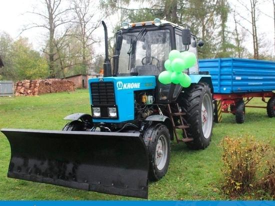 Новый трактор подарил спонсор из Германии Красногородской школе-интернату