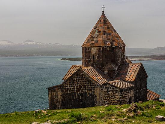 Завтра 23 октября, за десять дней до президентских выборов, в Вашингтоне должны состояться встречи госсекретаря США с министрами иностранных дел Армении и Азербайджана
