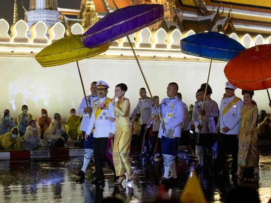 Власти Таиланда отменили действие введенного на днях чрезвычайного положения, которое должно было усмирить протестантов