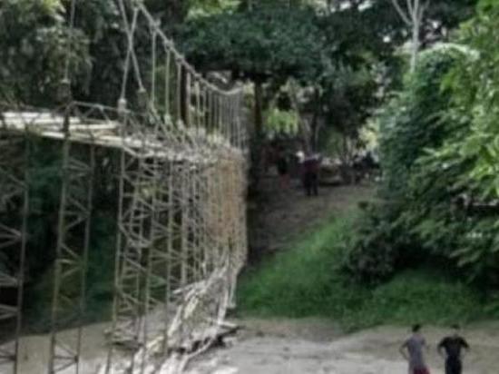 Пять человек погибли при обрушении подвесного моста в Колумбии