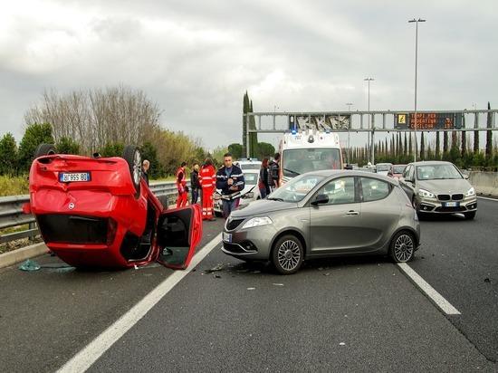 Опрос: 21% водителей не оформляют ДТП