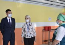 Министр образования Якутии проверил организацию горячего питания в школах