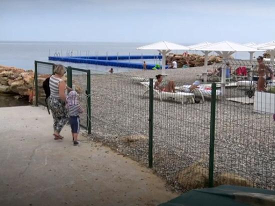 Крымские гостиницы и санатории начали борьбу против местных жителей, желающих позагорать и искупаться в море на пляжах полуострова