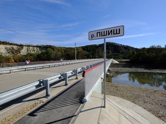 В Краснодарском крае для водителей открылся новый двухполосный мост через реку Пшиш в поселке Станционный Апшеронского района