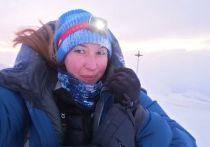 Третий день на северном склоне Эльбруса продолжаются поиски 30-летней альпинистки Екатерины Климовской из Санкт-Петербурга. Молодая мать, у которой дома с мамой-пенсионеркой осталась 6-месячная дочка, пропала во время спуска в районе скал Ленца. Нам удалось связаться с оперативным дежурным Северо-Кавказского поисково-спасательного отряда МЧС России, который сообщил, как идут поиски.