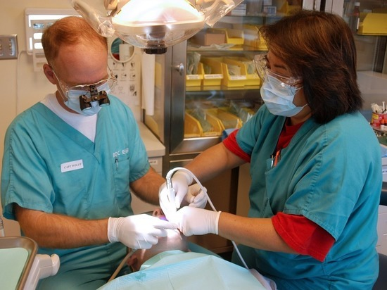 Ученые заявили, что посещать стоматолога надо раз в два года