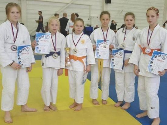 Юные дзюдоистки из Черногорска привезли шесть медалей из Барнаула