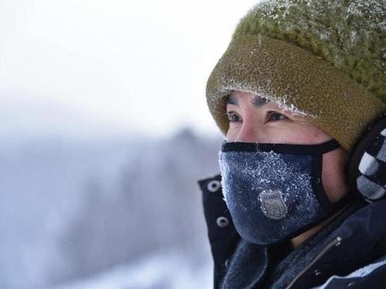 Врач рассказал, как носить маску при минусовой температуре