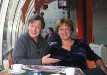 Сестра актера Михаила Ефремова, осужденного на семь с половиной лет колонии после гибели человека в устроенном им ДТП, разместила гневный пост о ситуации вокруг любимого родственника