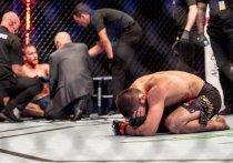 В Абу-Даби на «Бойцовском острове» завершился UFC 254, главным событием которого стал бой чемпиона UFC в легком весе Хабиба Нурмагомедова и временного чемпиона Джастина Гэтжи. Как всегда, россиянин не оставил шансов сопернику. Но, самое главное, объявил о завершении карьеры.
