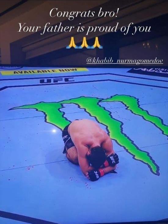«Отец гордится тобой»: Роналду поздравил Нурмагомедова с победой