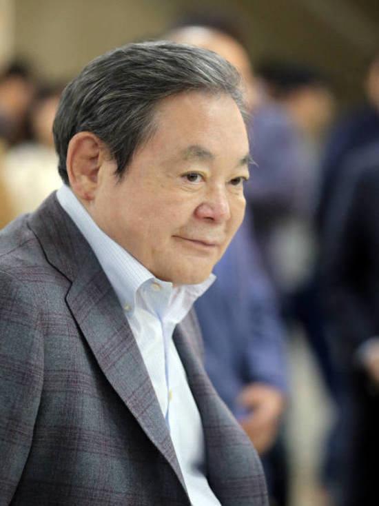 В Сеуле скончался председатель Samsung Ли Гон Хи