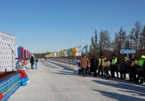 Глава Якутии поздравил работников сферы автотранспорта с Днем автомобилиста