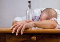 """Врач-нарколог Алексей Казанцев в интервью """"Пятому каналу"""" каким образом можно быстро избавиться от чувства похмелья, если накануне превысил норму алкоголя"""