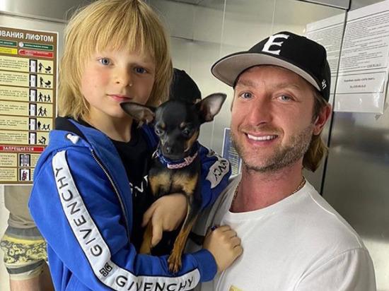 Семилетний сын продюсера Яны Рудковской и фигуриста Евгения Плющенко Саша (Гном Гномыч) пожаловался на странице в Instagram на изнурительные нагрузки