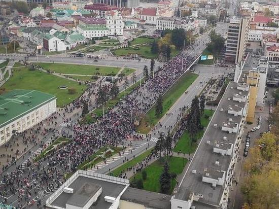 В Минске несмотря на серьезное усиление в городе со стороны силовых ведомств жители все-же вышли в массовом порядке на акцию протеста