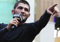 Хабиб Нургмагомедов победил Джастина Гэтжи в главном бою турнира UFC 254, после чего со слезами на глазах объявил о завершении карьеры