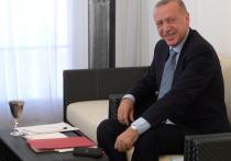 """По словам Верховного представителя ЕС по иностранным делам и политике безопасности Жозепа Борреля, турецкому лидеру Реджепу Эрдогану следует """"прекратить раскручивать опасную спираль конфронтации"""" с Францией"""