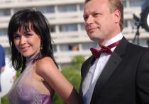 Актер Сергей Жигунов сообщил в Instagram, что окончательно оформил развод с Верой Новиковой, с которой находился в браке с 2009 года